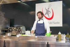 Carlo Cracco durante lo show cooking all'Università del Gusto